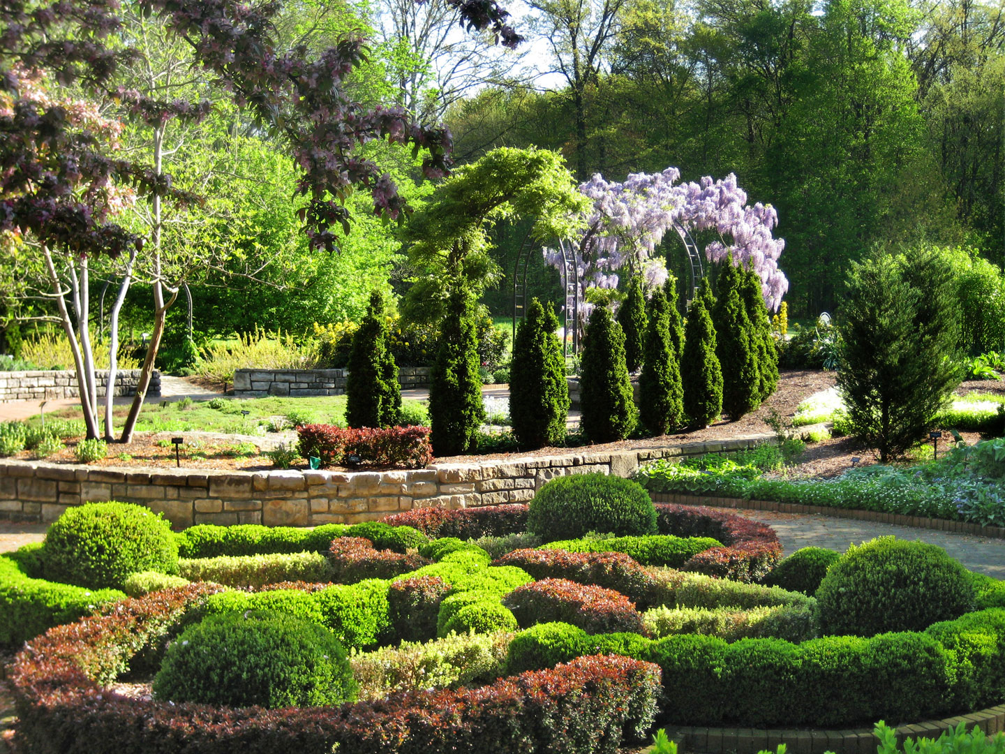 INN Knot Garden And Wisteria