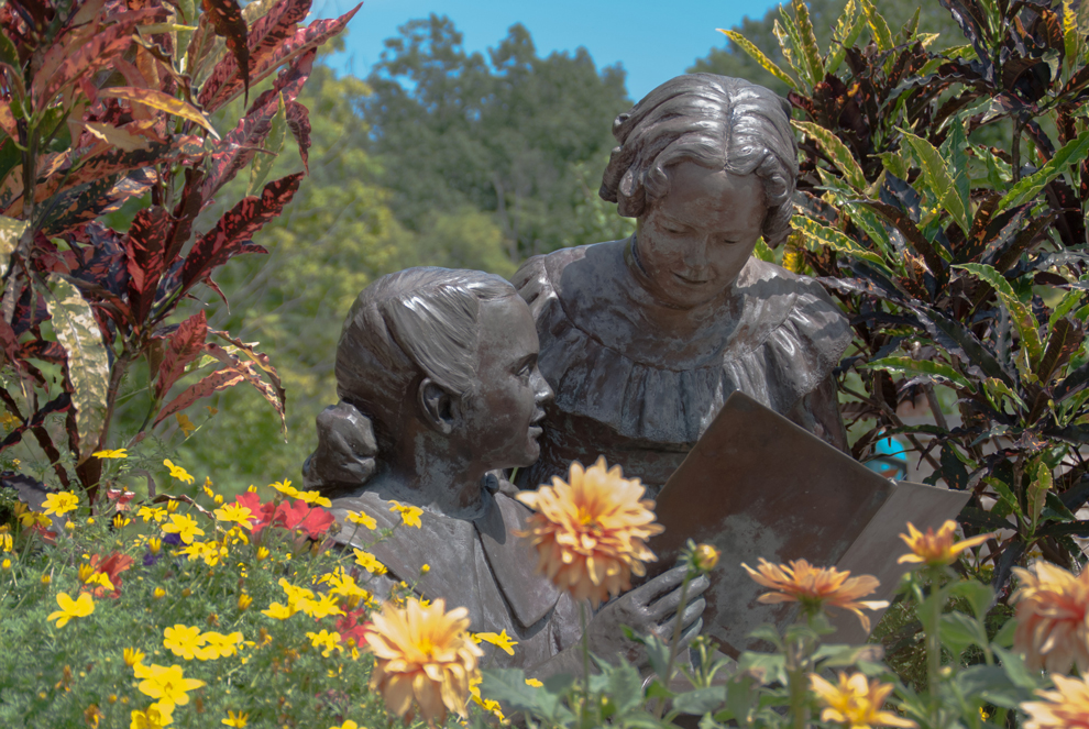 Grace and Mary Innis statues at Inniswood Metro Gardens